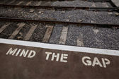 Mind the gap — Stockfoto