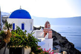 Santorini traditional church in Oia and caldera view , Greece — Stock Photo