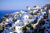Vista de oia, tradicional pueblo azul y blanco en santorini, Grecia — Foto de Stock