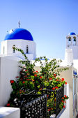 Santorini traditional white and blue church in Thira , Greece — Stock Photo