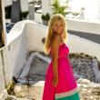 Vacationing young beautiful woman in Santorini, Greece, Near Cruise Ship — Stock fotografie