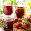 Strawberry jam and fresh strawberries — Stock Photo