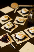 Preparing the goat cheese and onion mini tarts — Stock Photo