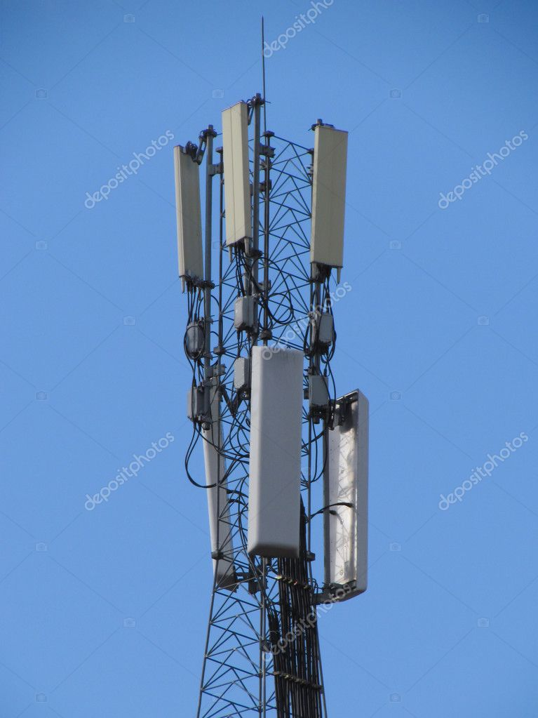 Mobile phone base station. Telecommunications tower. — Stock Photo #11006514