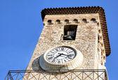 Campanario de iglesia notre dame del reloj de cannes francia — Foto de Stock