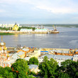 Pleasure boats travel along Volgin Nizhny Novgorod — Stock Photo #11819378