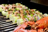 Brochettes de saumon et homard bbq — Photo
