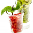Two glasses with slices of strawberry and kiwi, — Stock Photo
