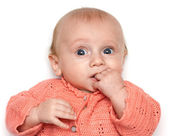 宝宝嘴里握住他的手 — 图库照片