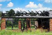 Ogień spalonej stodoły w okolicy — Zdjęcie stockowe