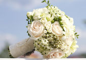 Beautiful white wedding bouquet — Stock Photo