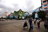 Vägskäl i yangon downtown — Stockfoto