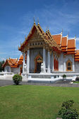 Thai Buddhist temple in Bangkok — Stock Photo