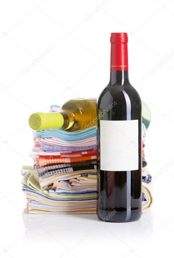 Bottle of red and white wine kitchen towels — Stock Photo #10898258