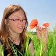 The girl in the wheat field — Stock Photo
