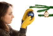 Flicka håller jul leksak — Stockfoto