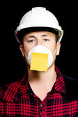 Workman with a sticky note reminder — Stock Photo