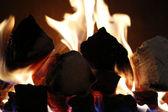 Fondo de llamas desde un lugar de fuego — Foto de Stock