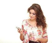 Meisje schrijft een bericht — Stockfoto