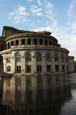 The building of Yerevan state theatre of opera and ballet, architect Aleqsandr Tamanyan, 1936 — Stock Photo