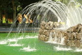 Multi-colored fountains, water jets of different color and vysoky.payushi — Stock Photo