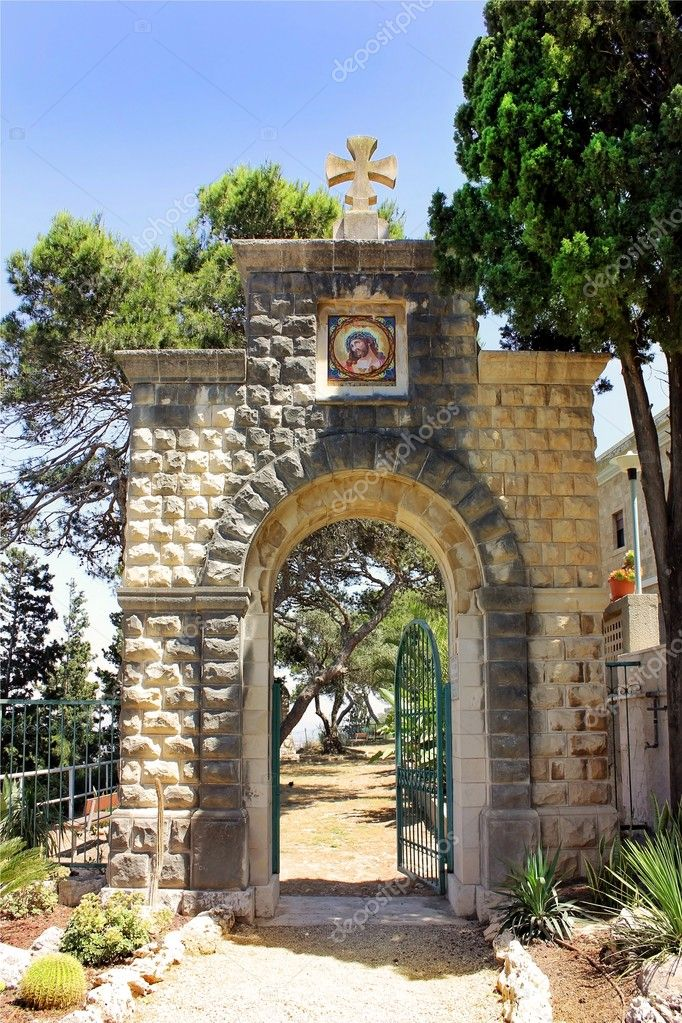 Entrance to the Carmelite Monastery in Haifa, Israel — Stock Photo #10846941