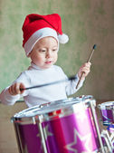 Kırmızı şapkalı çocuk — Stok fotoğraf