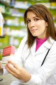 Joven doctora en farmacia sonriendo — Foto de Stock
