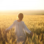 Woman in a wheat field — Stock Photo #12164660