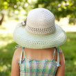 Girl in a wide-brimmed hat — Stock Photo