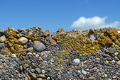 Gravel wall with blue sky — Стоковое фото