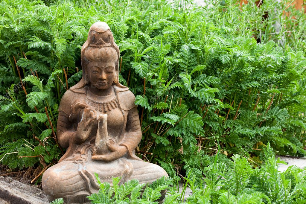 Ancient Female Statue providing offerings in a garden — Stock Photo #11031588