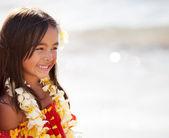 Bardzo młoda dziewczyna uśmiechając się — Zdjęcie stockowe