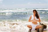 Beautiful Woman Relaxing in Paradise — Stock Photo