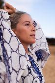 Mujer bonita en el pensamiento — Foto de Stock
