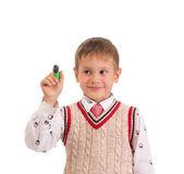 Schattige jongen houdt een pen, geïsoleerd op witte achtergrond — Stockfoto