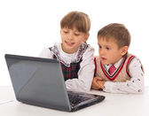 Elementary school students looking at computer — Stock Photo