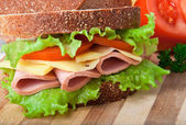 Healthy ham sandwich with cheese, tomatoes and lettuce — Stock Photo