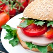 Healthy ham sandwich with peppers, tomatoes and lettuce — Stockfoto