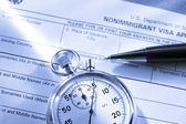 Formulario de solicitud con cronómetro y pluma — Foto de Stock