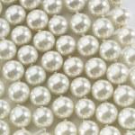 白い真珠の文字列 — ストック写真