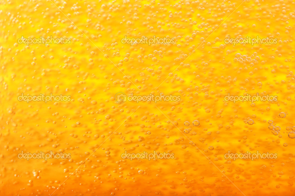 Thousands of small bubbles in beer. — Stock Photo #11734564