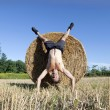 Handstand Hay bale — Stock Photo