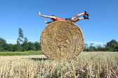 Fitness training on a Hay bale — Foto Stock