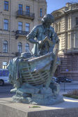Sculpture of Peter the Great on Admiralty Embankment in St Petersburg, Russia — Stock Photo