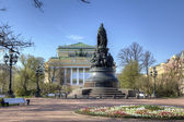Alexandrinsky Theatre or Russian State Pushkin Academy Drama Theater and Monument Catherine II the Great. St.Petersburg, Russia — Stock Photo