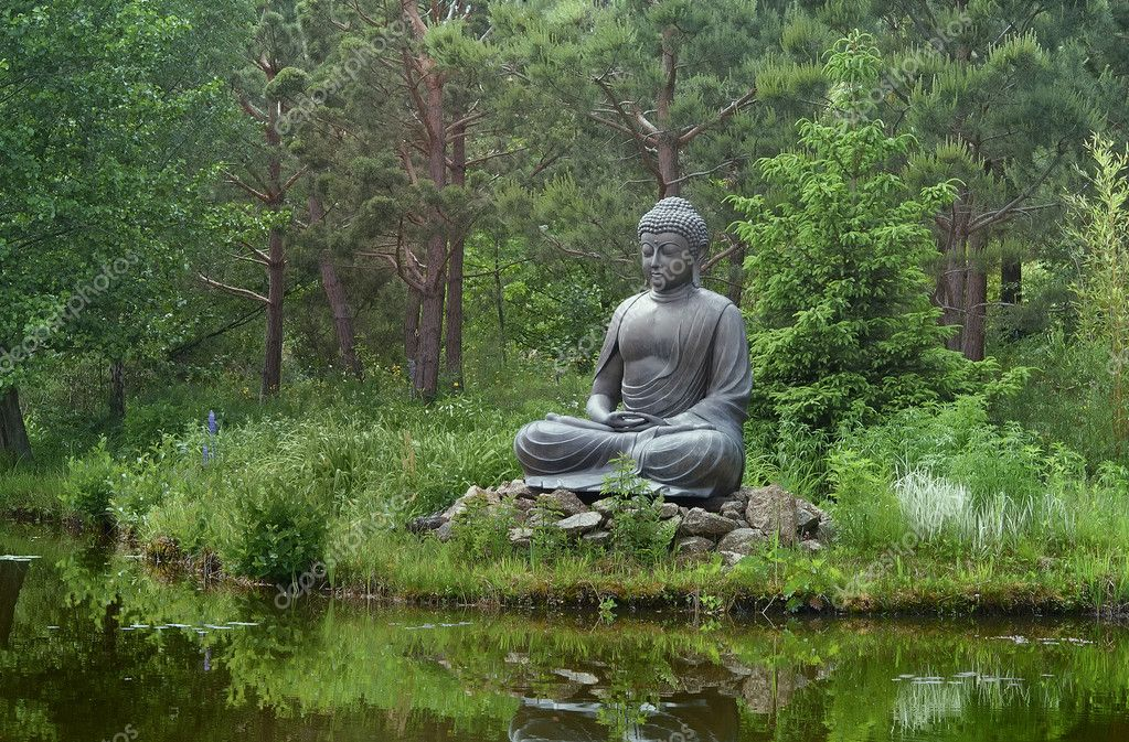 Sitting Buddha on a lake — Stock Photo #10908815