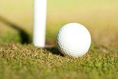 Conductor detrás de la pelota de golf — Foto de Stock