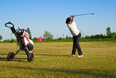 Golfer hitting the ball — Stock Photo