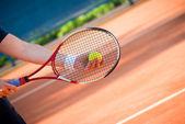 Tenis oynarken — Stok fotoğraf